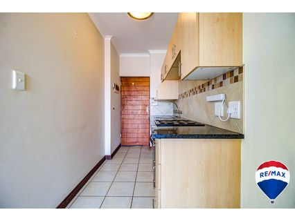 R 490,000 - 1 Bed Flat For Sale in Brentwood Park
