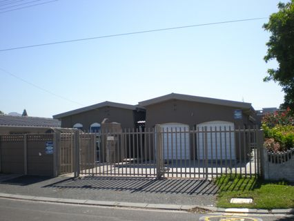 R 2,450,000 - 4 Bed House For Sale in Goodwood Estate