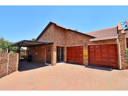 R 2,295,000 - 3 Bed Home For Sale in Farrarmere