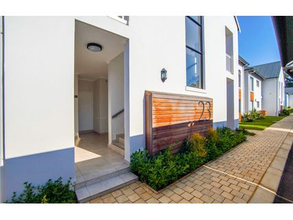 R 1,200,000 - 2 Bed Flat For Sale in Kloof