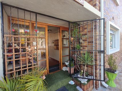 R 690,000 - 2 Bed Flat For Sale in Townsend Estate