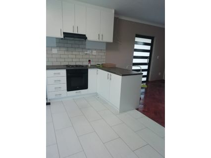 R 6,500 - 2 Bed Apartment To Rent in Plumstead