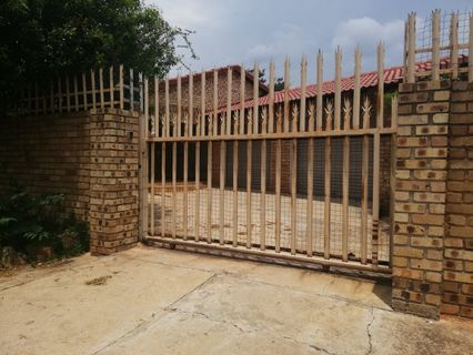 R 1,800,000 - 5 Bed House For Sale in Rensburg