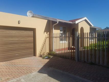 R 895,000 - 2 Bed House For Sale in Tuscany Glen