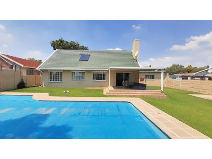 R 2,250,000 - 4 Bed House For Sale in Highway Gardens