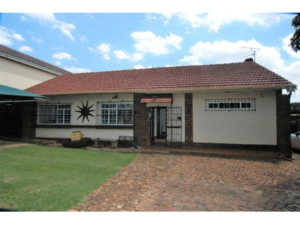 R 1,750,000 - 2 Bed House For Sale in Hurlyvale