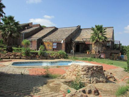 R 2,720,000 - 5 Bed House For Sale in Koster