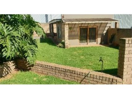 R 5,000 - 1 Bed House To Let in Linbro Park