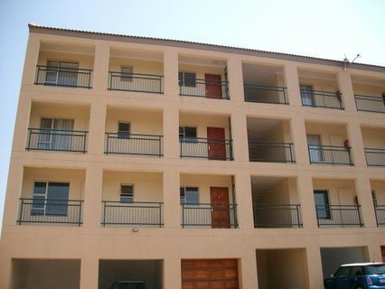 R 510,000 - 2 Bed Flat For Sale in Three Rivers Proper