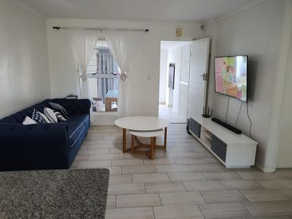 R 18,100 - 2 Bed House To Rent in Sunningdale