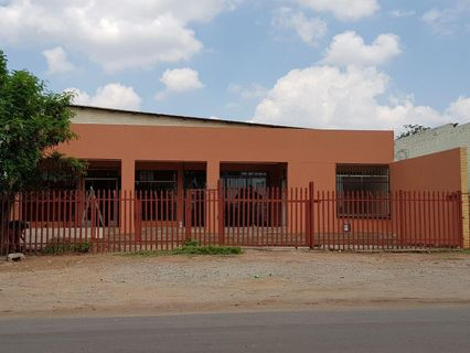 R 1,390,000 -  Commercial Property For Sale in Rustenburg North