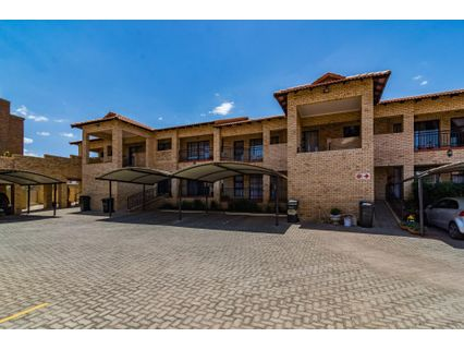 R 720,000 - 2 Bed Apartment For Sale in Monument