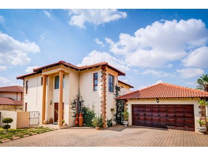 R 2,599,000 - 3 Bed Smallholding For Sale in Poortview