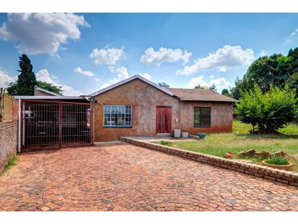 R 1,150,000 - 3 Bed House For Sale in Lindhaven
