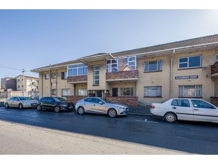 R 700,000 - 2 Bed Flat For Sale in Parow Central