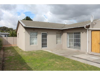 R 2,200,000 - 3 Bed Property For Sale in Plattekloof Glen