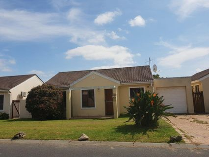 R 1,785,000 - 2 Bed House For Sale in Uitzicht