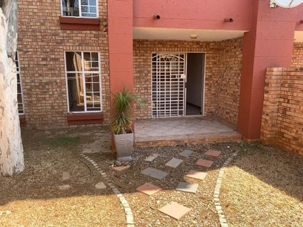 R 769,000 -  Property For Sale in Die Hoewes