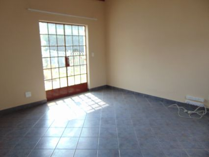R 7,000 - 2 Bed House To Let in Edenvale Central