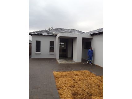 R 1,650,000 - 3 Bed Property For Sale in Clayville