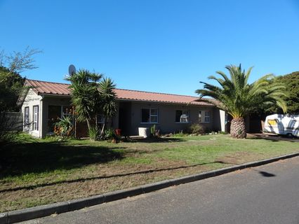 R 2,100,000 - 4 Bed Property For Sale in Edenpark