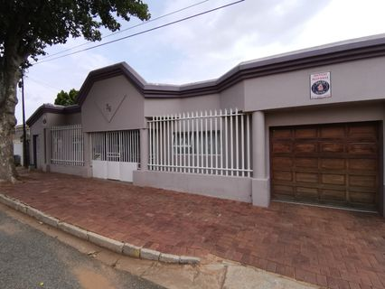 R 2,300,000 - 4 Bed Home For Sale in Mayfair West