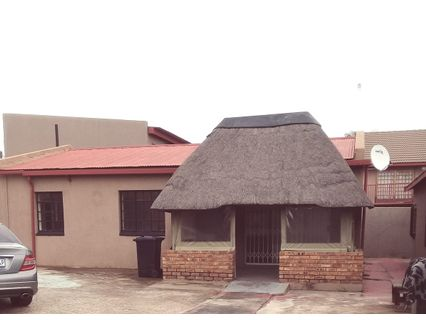 R 998,000 - 3 Bed Home For Sale in Geduld