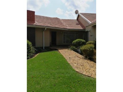 R 1,799,000 - 4 Bed House For Sale in Farrarmere