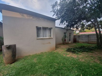 R 1,350,000 - 5 Bed Home For Sale in Impala Park
