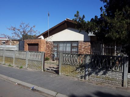 R 1,295,000 -  House For Sale in Bellville South