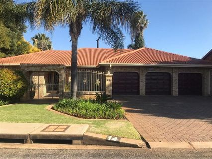 R 2,400,000 - 4 Bed House For Sale in Sunward Park