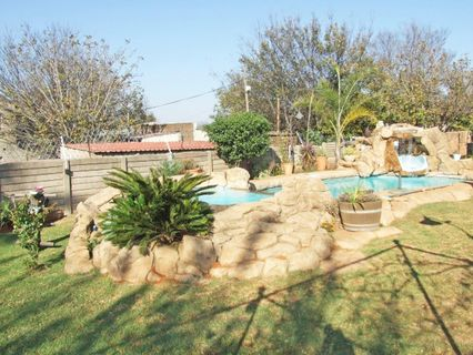 R 985,000 - 2 Bed Home For Sale in Primrose East