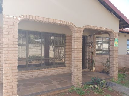 R 1,000,000 - 3 Bed Property For Sale in Montclair
