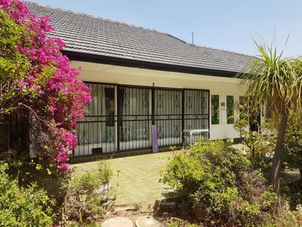 R 1,950,000 - 6 Bed Home For Sale in Mondeor