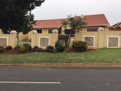 R 1,980,000 - 3 Bed Home For Sale in Mondeor